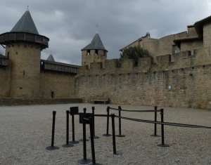 la cour à l'entrée du château