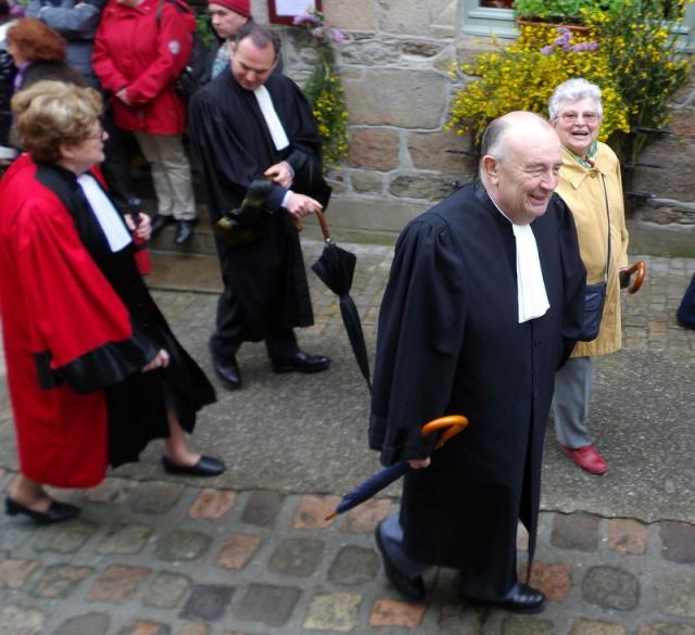 avocats et juges au coeur de la procession vers Minihy Tréguier