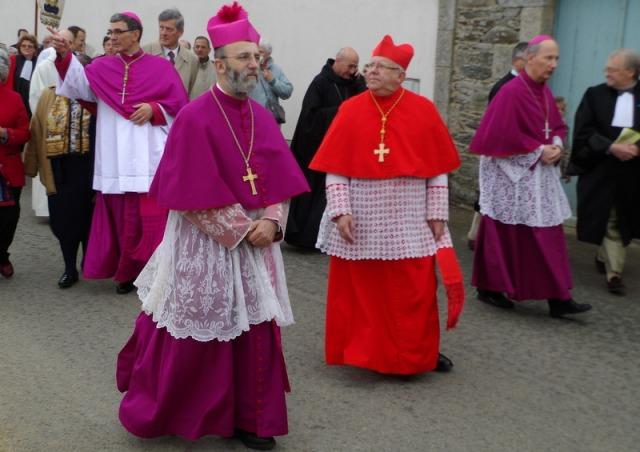 le cardinal de Bordeaux et trois évêques