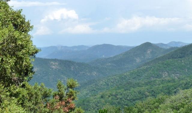 vue sur le Grand Bessillon entre Aix-en-Provence et Brignoles