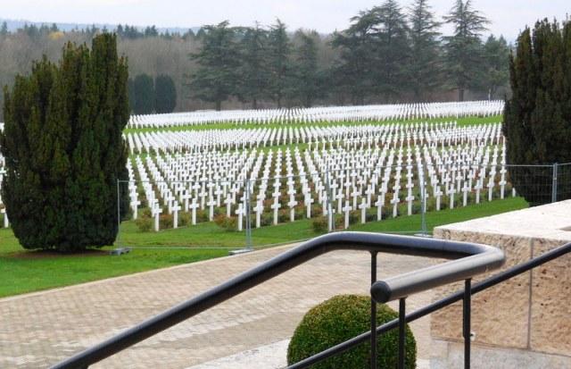 cimetière de  15 000 tombes