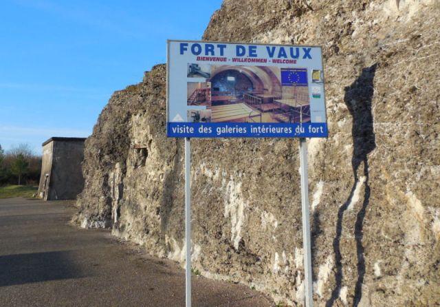 il est, dès le début de la bataille de Verdun, un des objectifs prioritaires de l'offensive allemande.